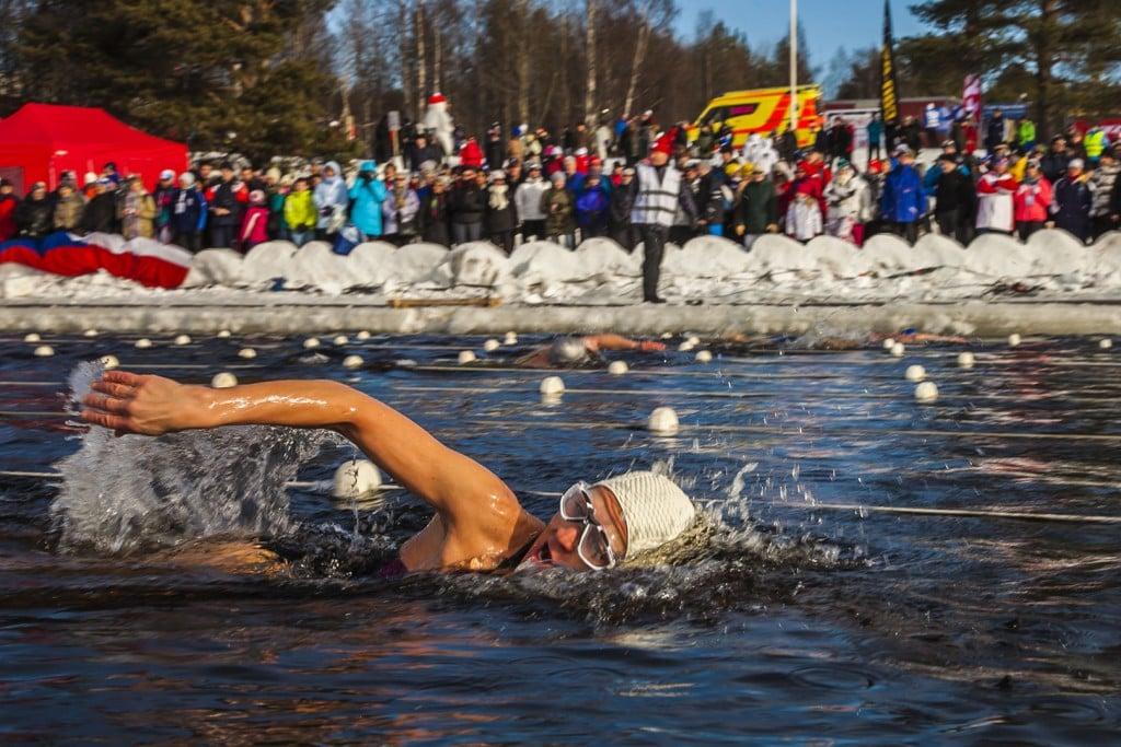 Mette-BL-Thomsen-til-VM-i-Vinter-is-svømning-i-Lapland-i-Finland-marts-2014-Endurance-450-m